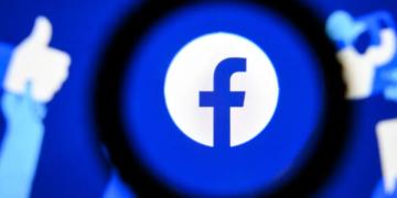 Модераторы контента Facebook, выкупили билборд чтобы сообщить о своих низких зарплатах